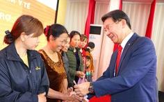Hanwha Life Việt Nam trao 8.149 thẻ BHYT cho người nghèo