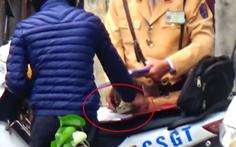 Chủ tịch Hà Nội yêu cầu kiểm tra vụ clip CSGT nghi 'mãi lộ'