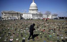 7000 đôi giày biểu tình trước Tòa nhà Quốc hội Mỹ