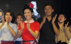 Diva Hồng Nhung: Người Việt ai cũng bảo mình là ca sĩ!