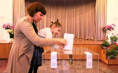 Người Nga bỏ phiếu bầu tổng thống ở Hà Nội