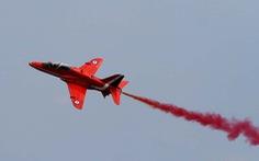 Máy bay trình diễn của Không lực Hoàng gia Anh rơi tại căn cứ