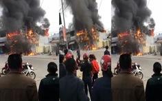Siêu thị điện máy ở Nghệ An cháy ngùn ngụt