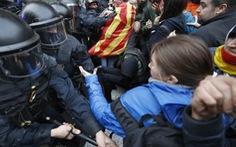 Máu đổ ở Catalonia sau khi thủ lĩnh ly khai bị bắt