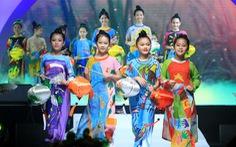 Lễ hội áo dài 2018: thu hút 100.000 khách, tặng 6000 tà áo dài