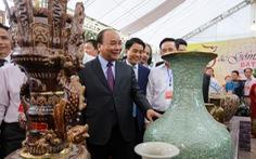 Thủ tướng Nguyễn Xuân Phúc: 'Tôi đến đây để quảng bá gốm sứ Bát Tràng'
