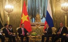 Chủ tịch nước Trần Đại Quang điện đàm với Tổng thống Putin