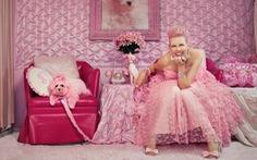 Quý cô màu hồng của Hollywood