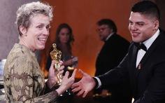 Vừa nhận giải Oscar đã bị trộm tượng vàng