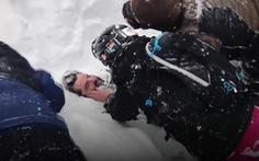 Video giải cứu kì diệu người đàn ông bị vùi lấp trong trận lở tuyết