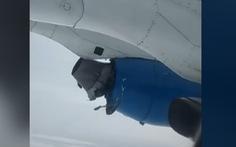 Rùng mình với video động cơ máy bay nổ trên không