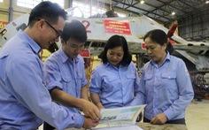 Những 'nữ anh hùng' ở nhà máy sửa chữa máy bay