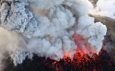 Cột khói kinh hoàng từ ngọn núi lửa trong phim Điệp viên 007