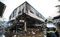 Khám nghiệm hiện trường vụ cháy chợ Quang tại Thanh Trì, Hà Nội