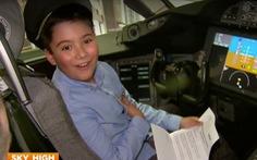 Cậu bé 9 tuổi tiết kiệm tiền để được bay hạng thương gia
