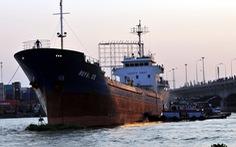 Tàu ngàn tấn làm vỡ bê tông trụ chống va cầu Đồng Nai