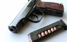 Khởi tố cán bộ kiểm lâm về cơ quan cũ trộm súng