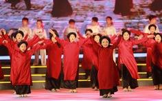 Hàng vạn khách xem show nghệ thuật mừng Giỗ Tổ Hùng Vương