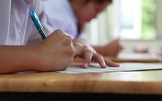 Công an Hà Nội vào cuộc vụ thầy giáo giải đề tung lên mạng khi học sinh đang kiểm tra