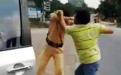 Vừa đánh cảnh sát giao thông vừa hô 'Công an uýnh dân'