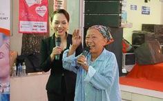 Cảm động bệnh nhân ung thư hát 'Búp măng non' ở viện K