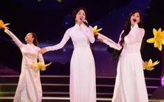 Nghe Hòa Minzy hát Tàu anh qua núi, Đức Tuấn hát Tình ca
