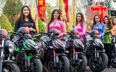 Phụ nữ mặc bà ba chạy môtô 'khủng', không sai nhưng... kỳ kỳ?
