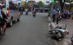 Truy tìm tài xế ôtô kéo lê xe máy gần 1km