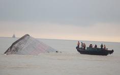 Xẻ tàu VTB 26 chìm ở Nghệ An để bán phế liệu