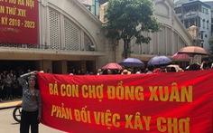 Lo chợ Đồng Xuân bị đập bỏ, hàng trăm tiểu thương tụ tập phản đối