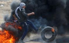Gần giờ mở cửa sứ quán Mỹ, dân Palestine càng sôi sục căm giận