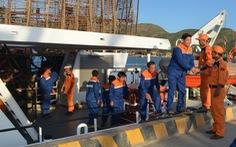 Cứu 49 ngư dân Quảng Nam trôi dạt trên biển Hoàng Sa