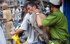 Nhóm trộm đâm chết 2 'hiệp sĩ' nhiều lần rút dao tấn công 'hiệp sĩ'