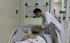 Cứu một bệnh nhân nước ngoài hôn mê bên lề đường