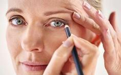 5 thói quen trang điểm dễ gây bệnh về mắt