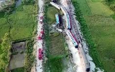 Tai nạn kinh hoàng giữa tàu hỏa và xe tải nhìn từ flycam
