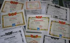 Có gì 'sai sai' khi tổng kết năm học em nào cũng được giấy khen!