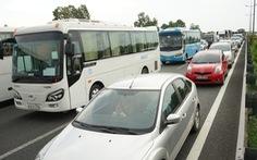 Xe tải lật trên cao tốc TP.HCM - Trung Lương