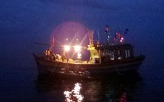 Cảnh sát biển cứu tàu cá và 10 ngư dân trôi 2 ngày trên biển