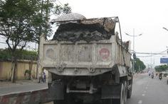 Xe chở đất cao hơn thùng chạy bon bon trên đường, nguy hiểm quá!