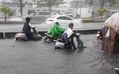 Đường Nguyễn Hữu Cảnh lại ngập nặng dù có 'siêu máy bơm'