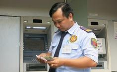 Than lỗ, nhiều ngân hàng muốn tăng phí rút tiền ATM