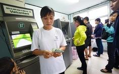 17 ngân hàng đồng loạt miễn giảm phí chuyển tiền từ 25-2