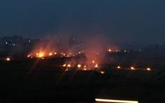 Khói mù mịt do đốt rơm rạ ven cao tốc Hà Nội - Hải Phòng