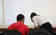 VN Index 'đo sàn', chứng khoán bốc hơi 3,6 tỉ USD