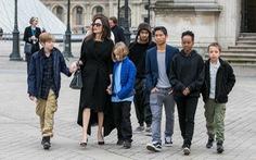 Tòa yêu cầu Angelina Jolie phải cho Brad Pitt gặp các con nhiều hơn