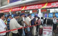 Cấm bay 12 tháng vị khách ném điện thoại vào nhân viên hàng không