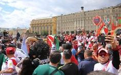 Xem người Nga kiếm tiền từ bữa tiệc bóng đá World Cup 2018
