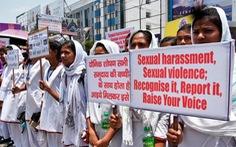 Bắt 2 trong 6 nghi phạm hãm hiếp tập thể 5 phụ nữ ở Ấn Độ