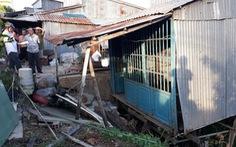 Tiếp tục di dời khẩn cấp 14 nhà dân khỏi miệng 'hà bá'
